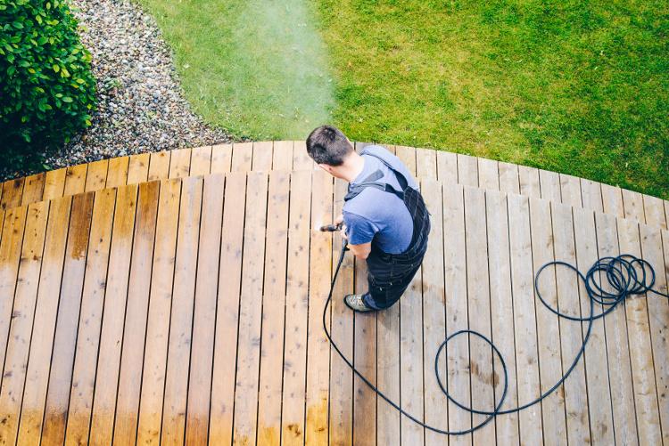 Eine Garten Steckdosensäule muss min. über Schutzklasse IP44 verfügen