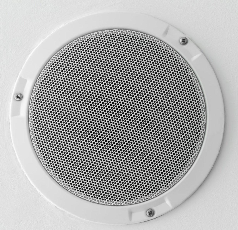 Lautsprecher Unterputz eines Gira Steckdosen-Radio