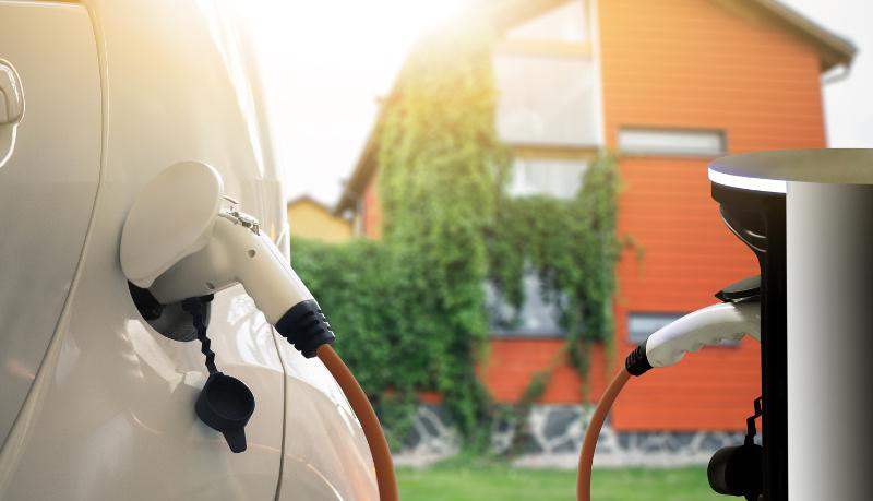 Wie kann man ein Elektroauto zuhause laden?
